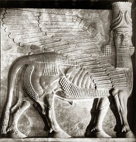 Ancient replicas winged bull sculpture of lamassu